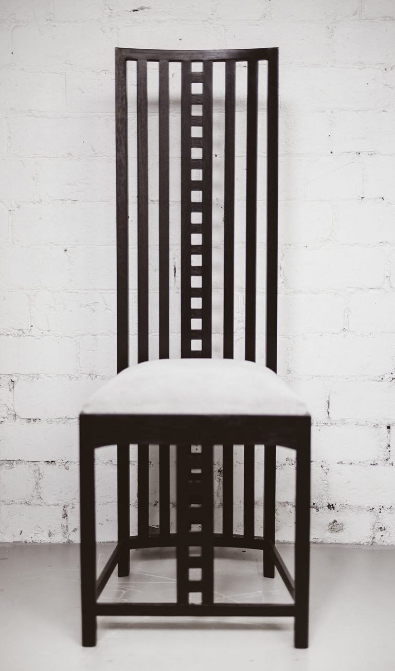 Blackie Desk Chair (Front view)