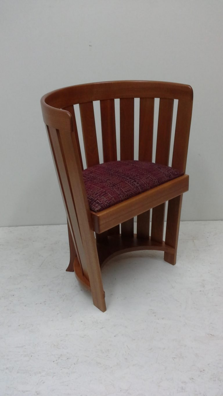 Barrel Chair in sepele wood