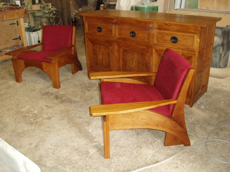 hill-house-easy-chair-circa-1904