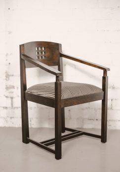 01 GSA Directors room chair